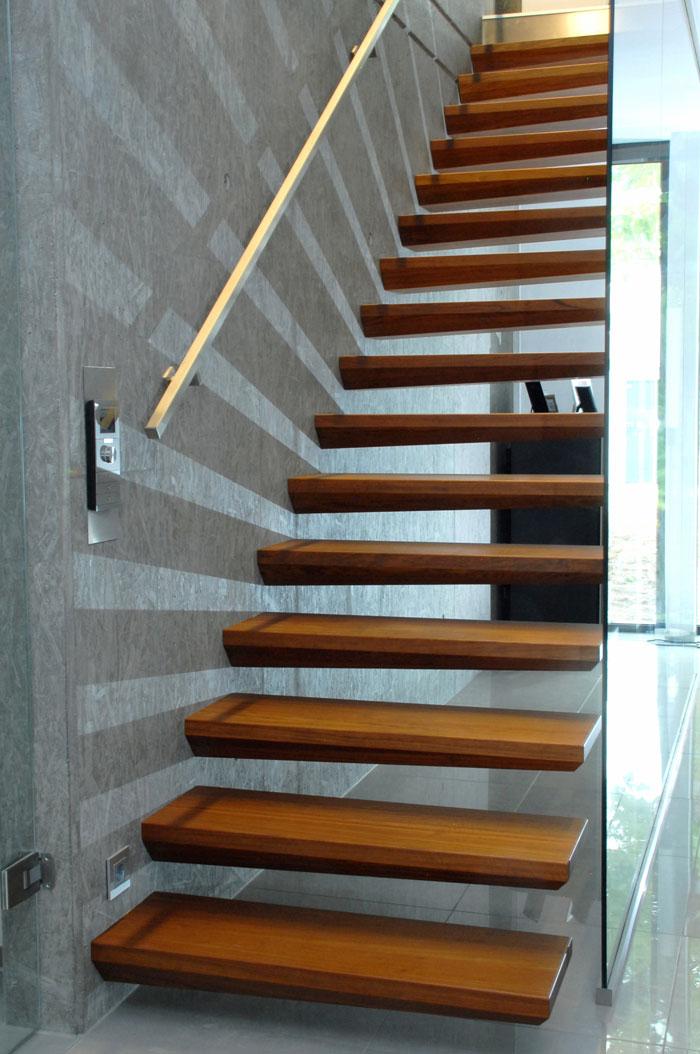 Escaliers autoport s for Peindre un escalier en bois brut