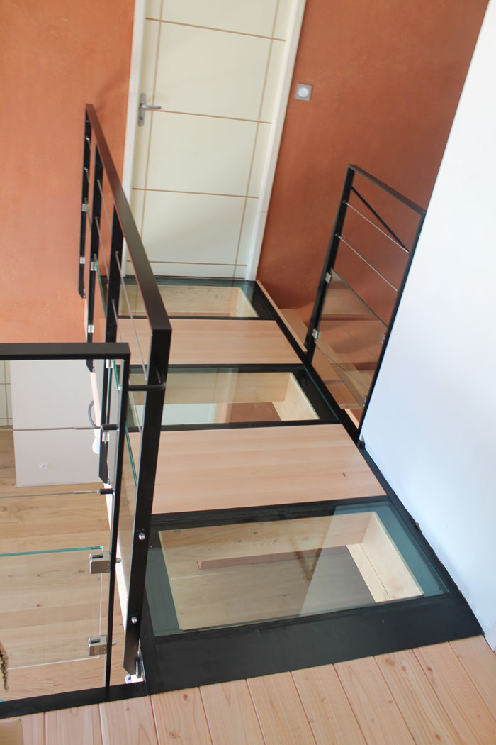 escalier bois et verre devis personnalis with escalier bois et verre trendy escalier flottant. Black Bedroom Furniture Sets. Home Design Ideas